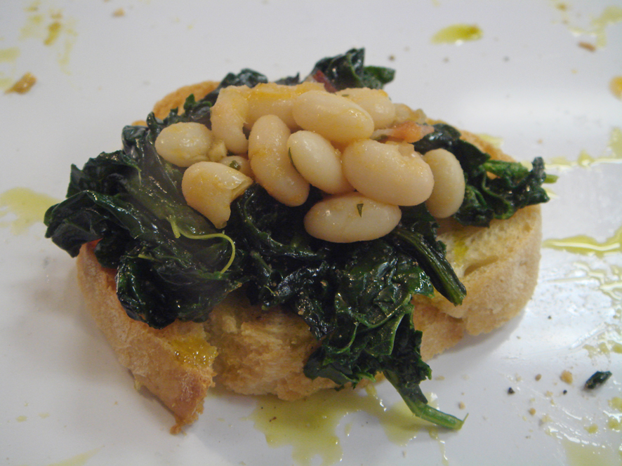 Crostone con cavolo nero e cannellini beans (grilled bread with cavolo nero and beans)