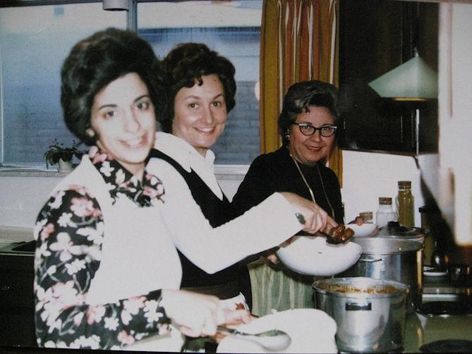 Grandma DiLaura's Tomato and Meat Sauce