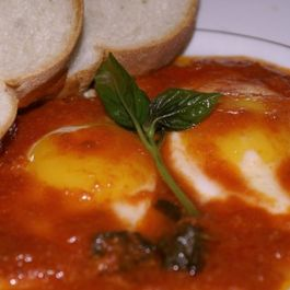 Sicilian_eggs_with_fresh_tomatoe_sauce
