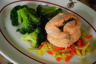 Steamed_salmon_mirepoix