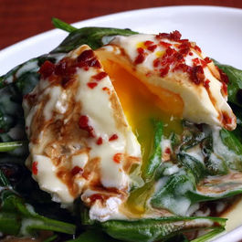 Spinach_basil_salad_with_applewood_smoked_bacon_and_honey