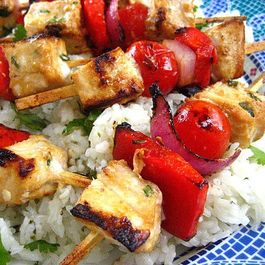 Tamari_citrus_marinated_swordfish_kabobs_with_tomatoes_onions_and_peppers
