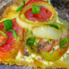 Zweibelkuchen (avec tomatoes in the summer, sans in the winter)
