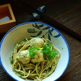 Shrimp_dumpling_with_scallion_noodles