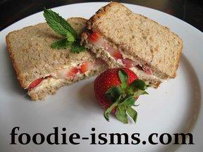 Strawberry_sandwichfoodieisms