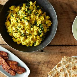 A Vegan Alternative to Scrambled Eggs (+ Tempeh Bacon)