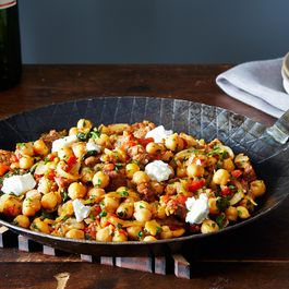 2014-0422_cp_pan-of-chickpeas-chorizo-chevre-026