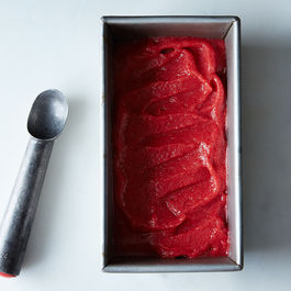 Alice_strawberry-sorbet_food52_mark_weinberg_14-05-13_0611