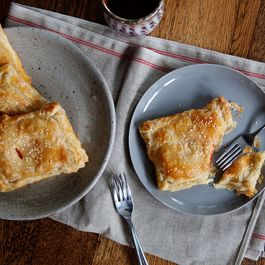 Tomato_cheese_turnover_2