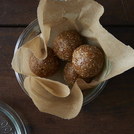 2014-0820_raw_vegan_date_balls_043