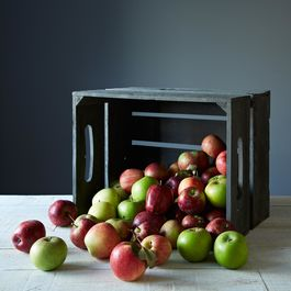 2013-0921_designed-for-use_large-replica-apple-crate_gray-wash_mid-013