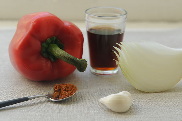 Onion_and_red_pepper_confit