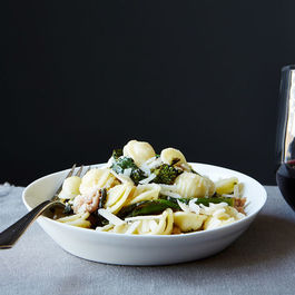 Orecchiette-with-broccoli-rabe-and-sausage_food52_mark_weinberg_14-09-02_0079