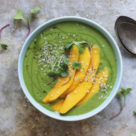 Banana-mango-green-smoothie-bowl-5
