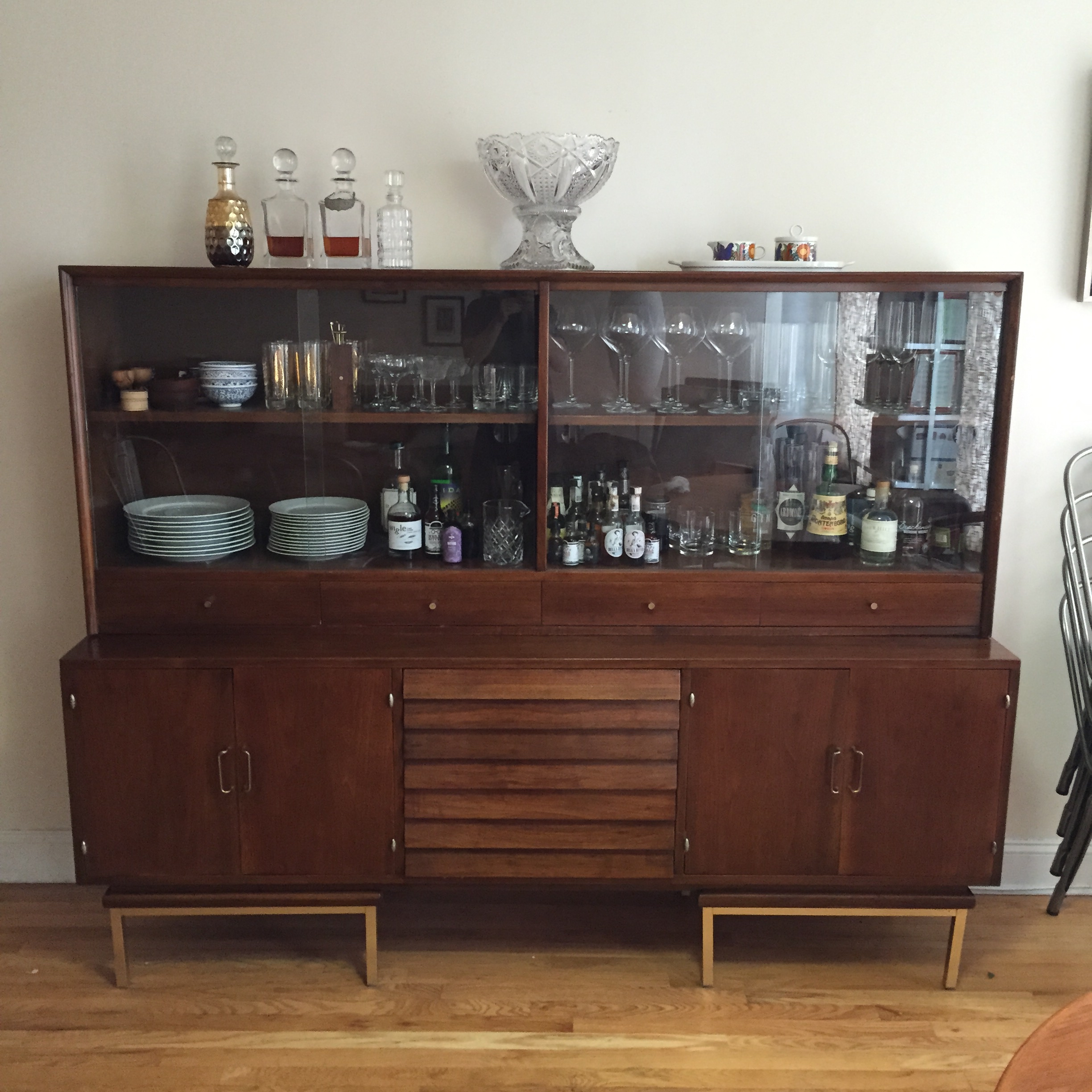52 Basement Bar Build Building A Basement Bar Barplancom: Real Solutions: Michael Hoffman's Repurposed Credenza Bar