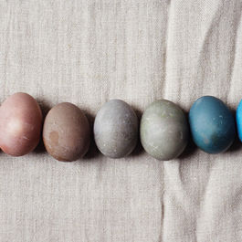 Naturally_dyed_easter_eggs_(yossy_arefi)
