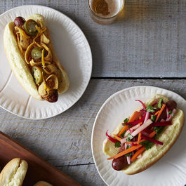 Hot_dogs_w_chili_and_without