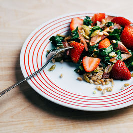 Farro__kale__and_strawberry_salad22