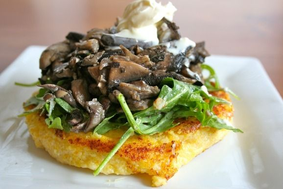 Warm_mushroom_salad_with_crispy_polenta