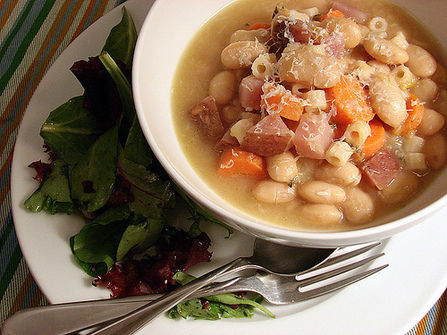 White_bean_garlic_soup