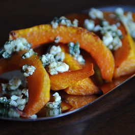 7374_caramelized_butternut_squash_wedges_with_a_sage_hazelnut_pesto