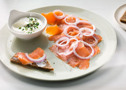 Mare_smoked_salmon_with_lemon_creme_fraiche_v