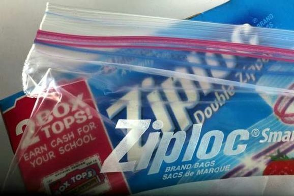 La-test-kitchen-tips-makeshift-piping-bags-201-001