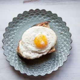 Fried_egg_on_toast