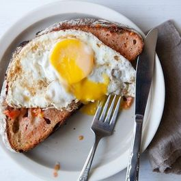Pan_con_tomate_with_egg_2