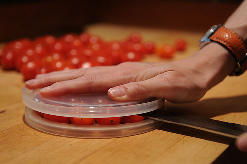 Slicing Tomatoes